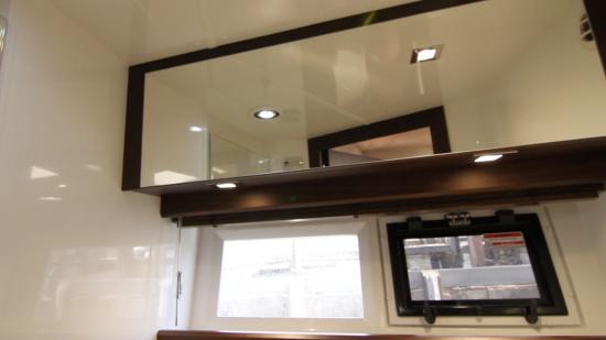 Galeon 420 Fly hullside windows