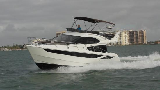 Galeon 420 Fly running