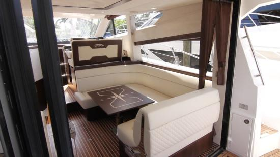Galeon 420 Fly salon