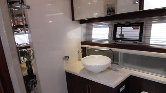Galeon 420 Fly guest head