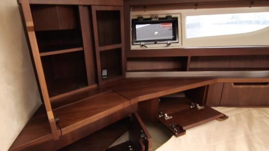Galeon 420 Fly storage