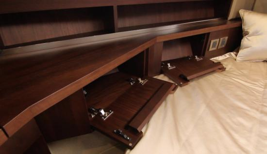 Galeon 420 Fly storage lockers