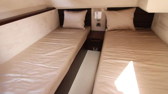 Galeon 420 Fly twin beds