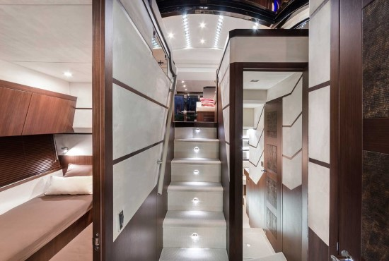 Galeon 560 Skydeck Companionway