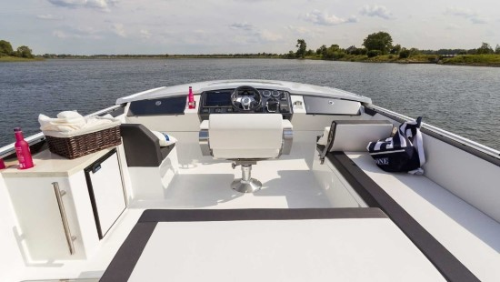 Galeon 560 Skydeck Starboard Seat