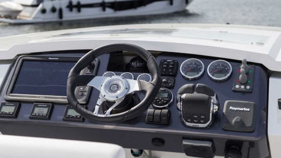 Galeon 560 Skydeck Helm Functionality