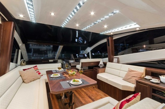 Galeon 560 Skydeck Helm Location