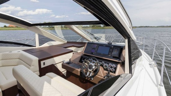 Galeon 560 Skydeck Opening Side Windows