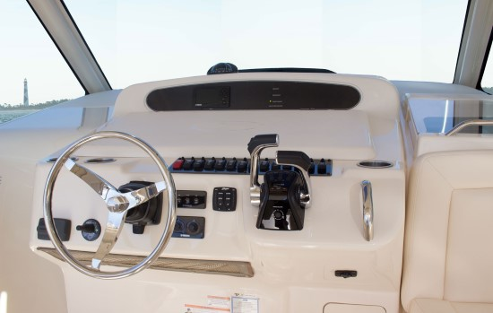 Grady-White Express 370 helm