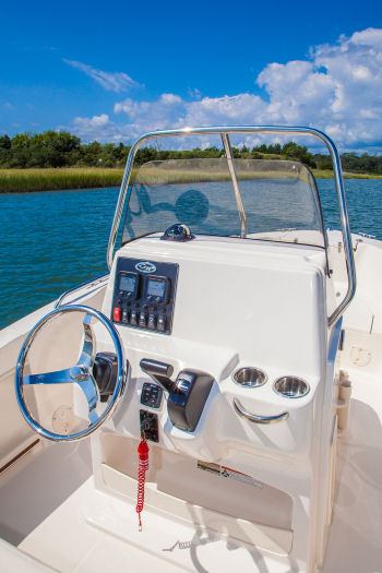 Grady-White Fisherman 180 helm console