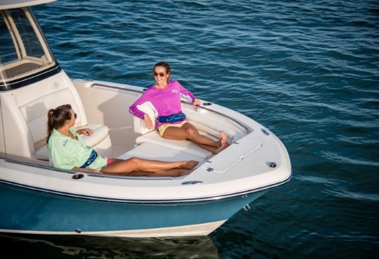 Grady-White Fisherman 216 bow seats