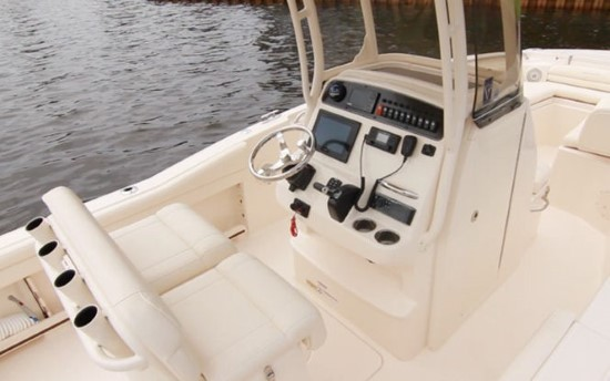 Grady-White Fisherman 216 helm seating