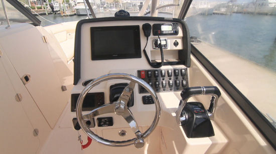 Grady-White Freedom 275 helm