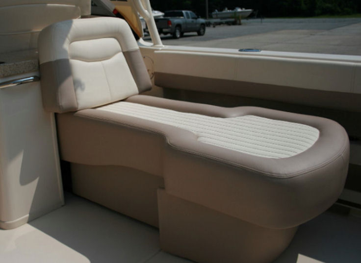 Grady-White Freedom 307 aft facing seat