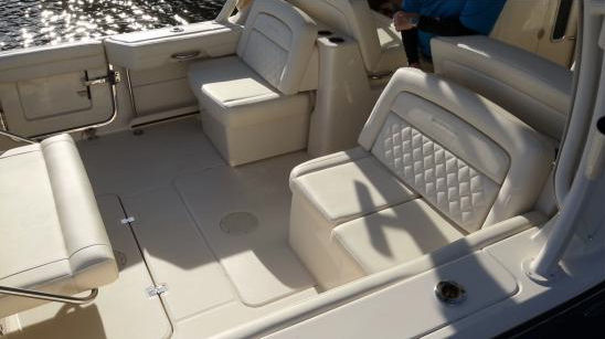 Grady-White Freedom 325 aft facing seats