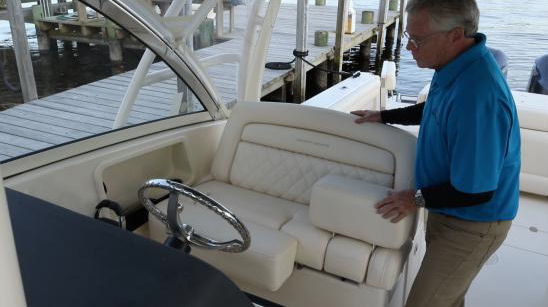 Grady-White Freedom 325 helm seat
