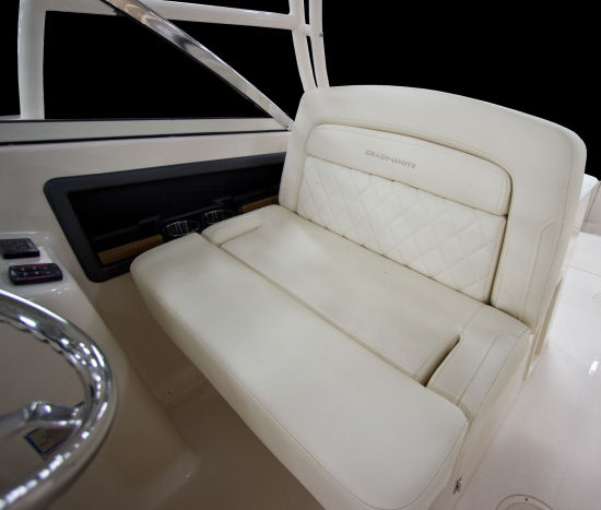 Grady-White Freedom 285 drivers seat