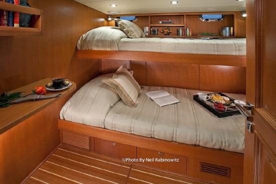 Hampton Yachts 658 Endurance LRC bunk beds