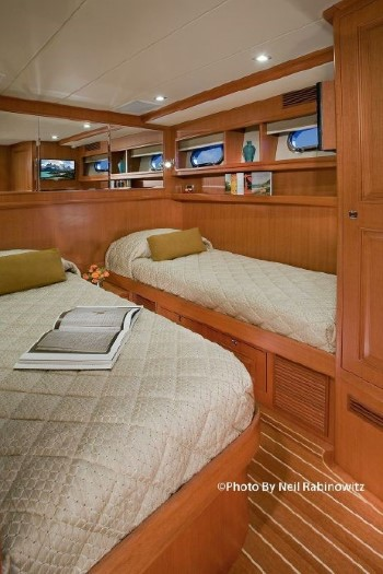 Hampton Yachts 658 Endurance LRC twin beds