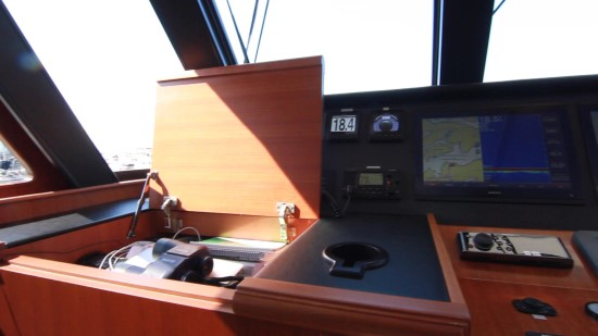 Hampton Yachts Endurance 720 Skylounge LRC chart table