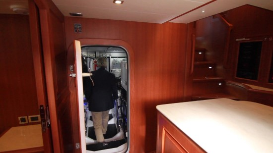 Hampton Yachts Endurance 720 Skylounge LRC engine room door