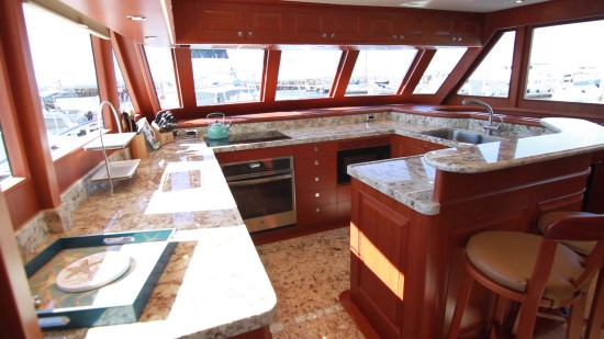 Hampton Yachts Endurance 720 Skylounge LRC galley