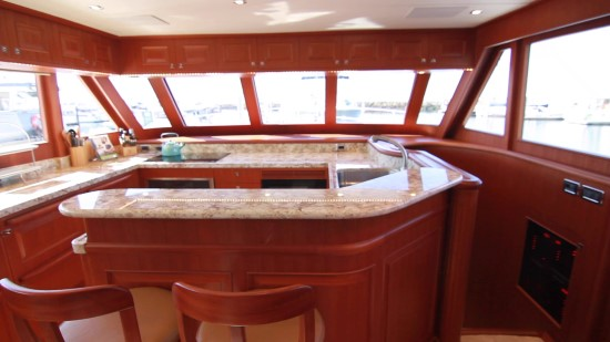 Hampton Yachts Endurance 720 Skylounge LRC lower deck
