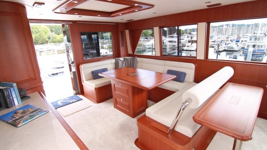 Hampton Yachts Endurance 720 Skylounge LRC fly bridge