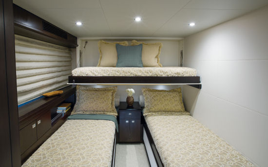 Hatteras 100 Raised Pilothouse guest stateroom