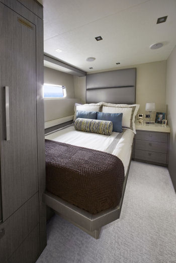 Hatteras 70 Motor Yacht guest stateroom