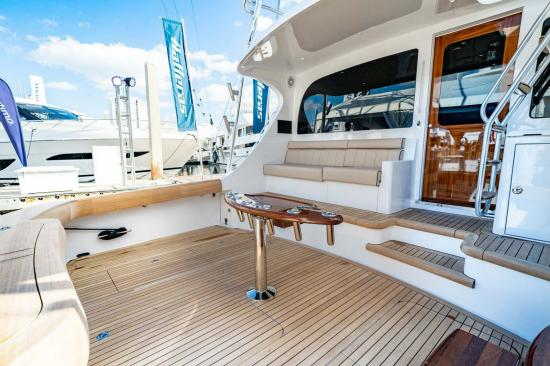 Hatteras GT59 aft seating