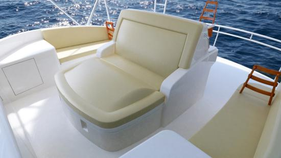 Hatteras GT59 chaise seating