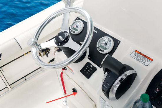 Mako 214 CC helm glove box