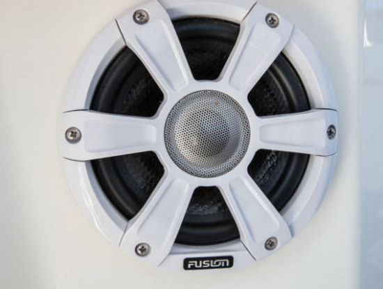 Mako 334 CC speakers