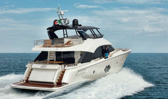 Monte Carlo Yachts 80 running stern view