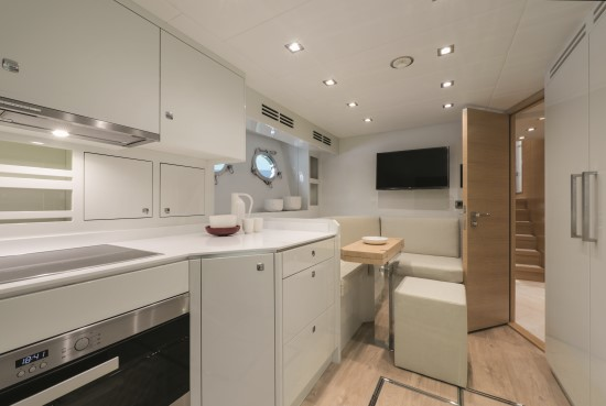 Monte Carlo Yachts 96 dinette