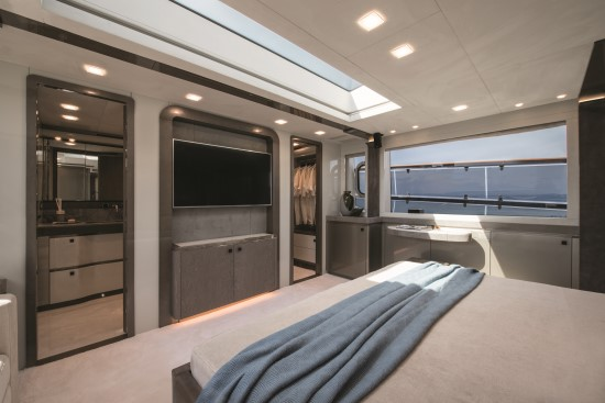 Monte Carlo Yachts 96 lights