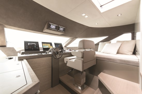 Monte Carlo Yachts 96 pilot house