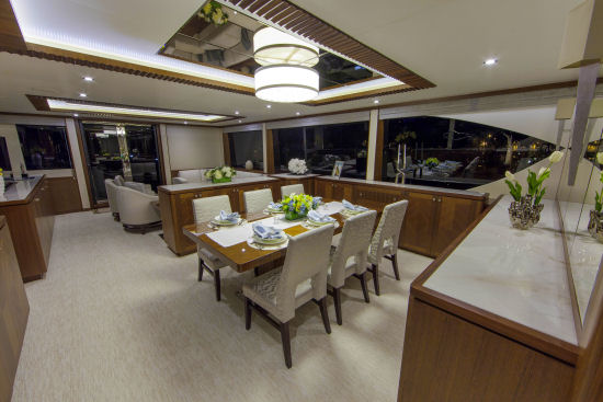 Ocean Alexander 100 Sky Motoryacht side windows