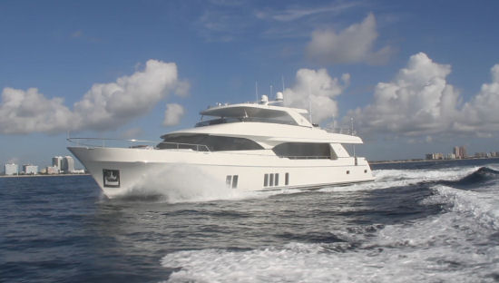 Ocean Alexander 100 Sky Motoryacht flying bridge