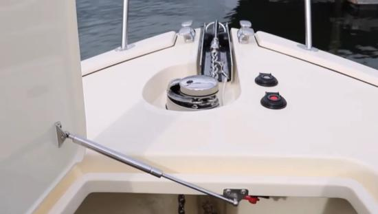 Palm Beach 50 windlass