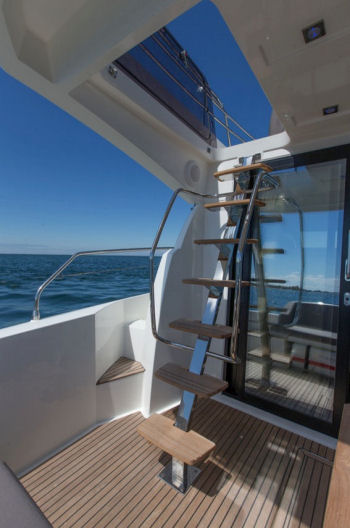 Prestige Yachts 420 Stairs