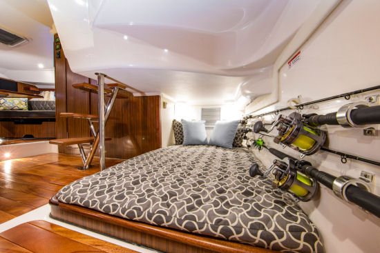 Pursuit OS 355 Offshore mid cabin