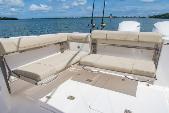 Pursuit OS 355 Offshore transom bench