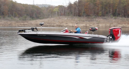 Ranger Boats Z520C running shot