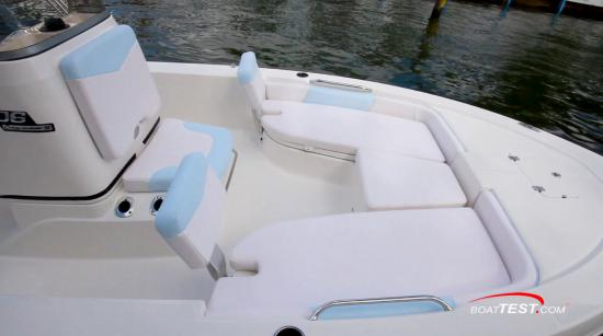 Robalo 206 Cayman S seating