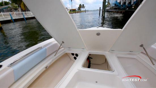Robalo 206 Cayman S bow hatches