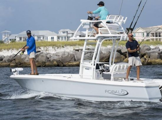Robalo 246 Cayman SD running