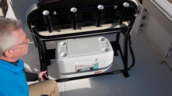 Robalo R242EX helm seating