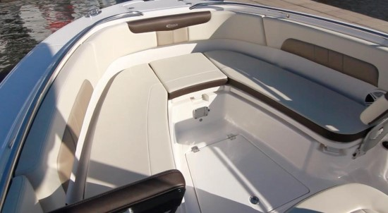 Robalo R242EX forward bolsters